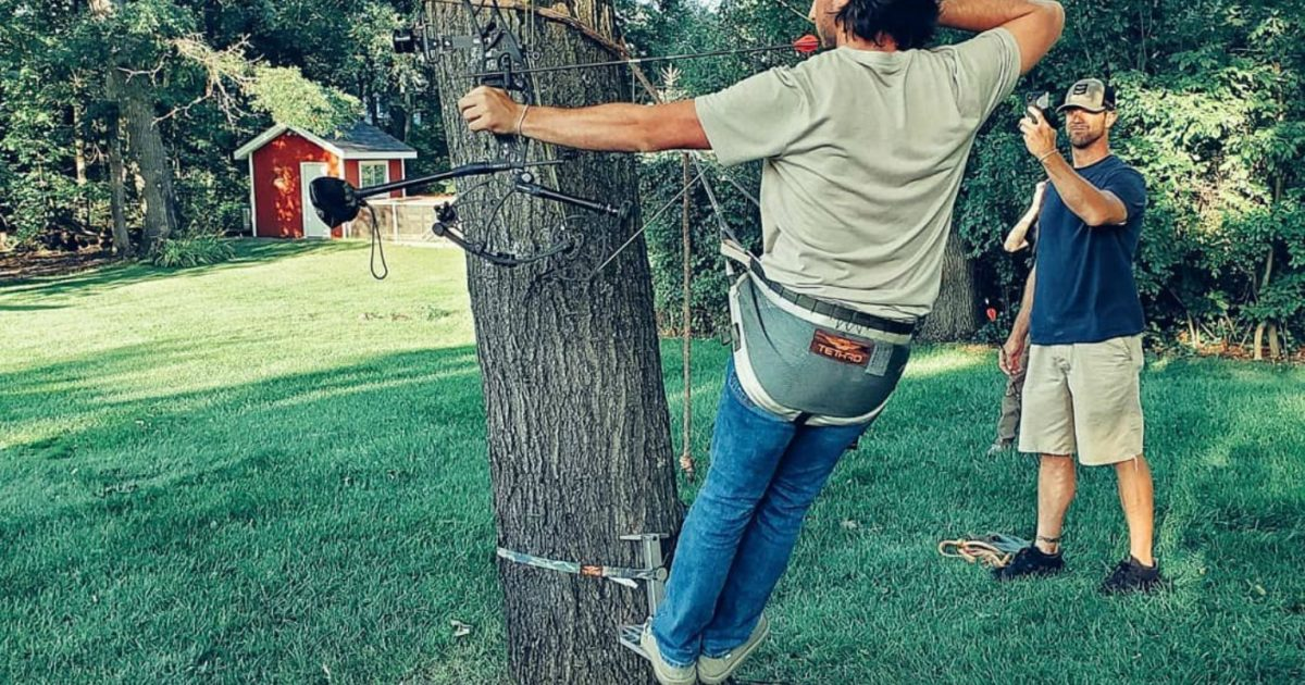 3 Reasons to Bowhunt From a Tree Saddle